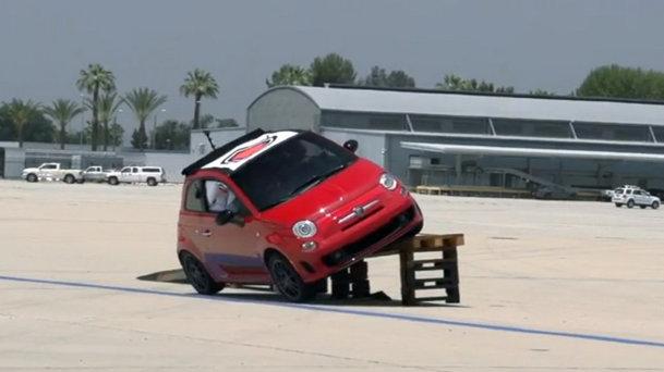 VIDEO: Fiat 500C Abarth e jucăria perfectă pentru nişte distracţie ca la carte