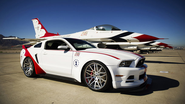 Ford a prezentat modelul unicat Mustang USAF Thunderbirds
