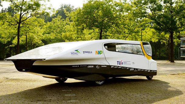 Stella este prima maşină de familie alimentată cu energie solară