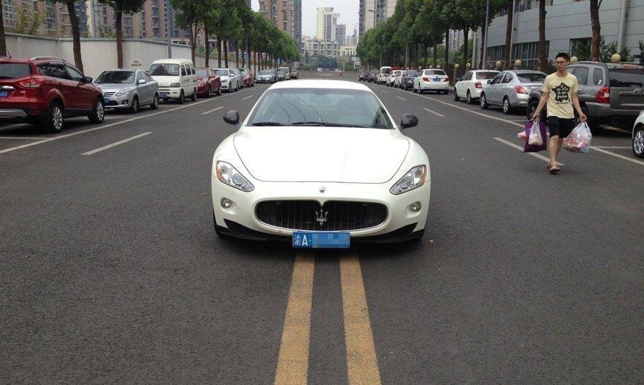 Bani mulţi, nesimţire cât cuprinde... vă miră această parcare?