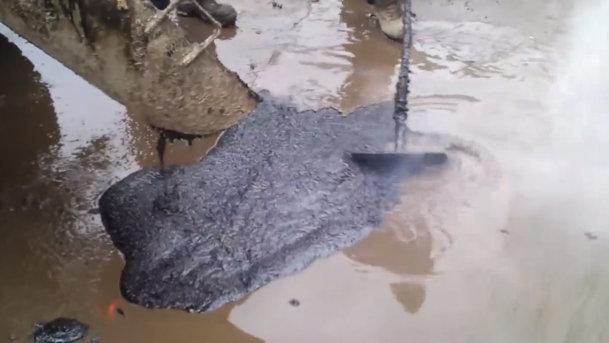 Cum se repară gropile din asfalt în Rusia. VIDEO
