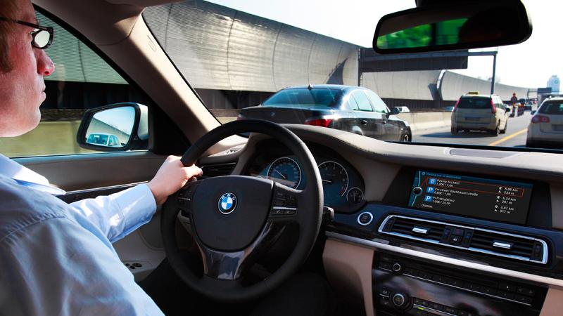 Viitorii clienţi BMW vor beneficia de reclame în maşină. VIDEO