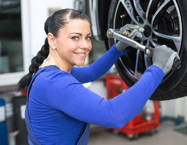 Da, există: service dedicat EXCLUSIV femeilor!
