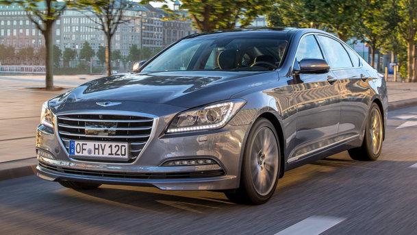 Maşina care frânează automat înainte de radar – Hyundai Genesis