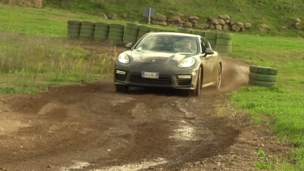 Porsche Panamera Turbo, brutalizat într-un test off-road. VIDEO