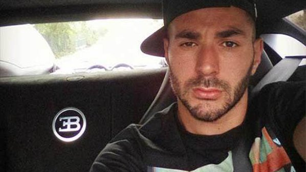 Karim Benzema şi-a tras Veyron ca să-şi facă... selfie la volan!