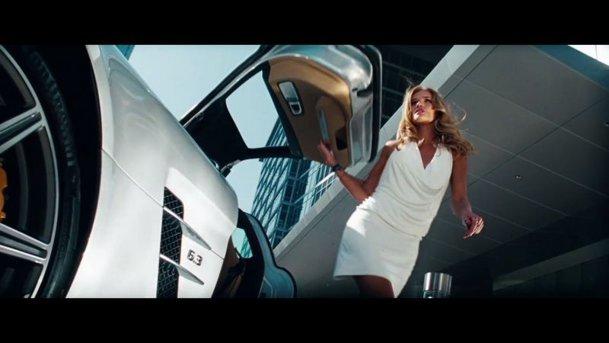 Cum să cobori din maşină cu stil. Un mix VIDEO de zile mari
