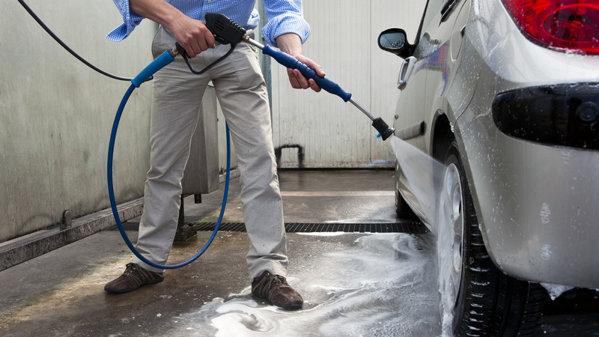 SONDAJ: Cât de des îşi spală românii maşinile. UPDATE