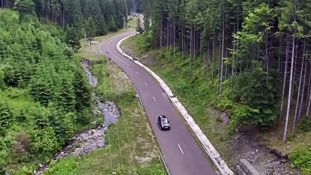 VIDEO: Cum arată din aer drumul montan Transrarău din Bucovina