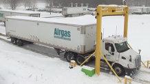 Invenţia care îţi curăţă automat maşina de zăpadă