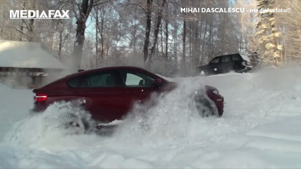 BMW X6 vs Range Rover şi Toyota Land Cruiser pe zăpadă. VIDEO