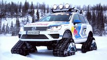 Cum vi se pare un VW Touareg cu ŞENILE? El este Snowareg