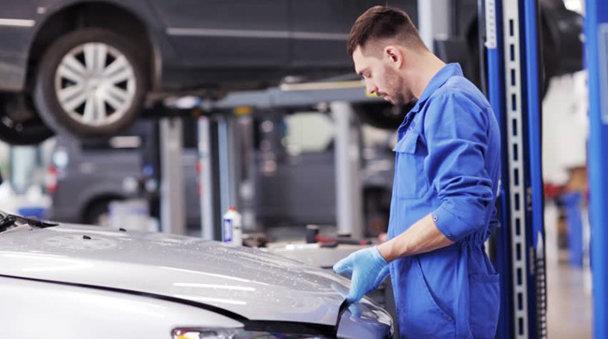 Şapte metode prin care eşti furat în service-ul auto şi cum poţi să-i prinzi