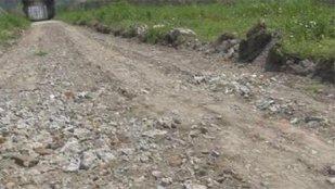 Doi hoţi au furat un drum asfaltat. La modul cel mai propriu