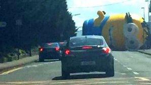 Minionul gigant care a blocat traficul în Dublin. VIDEO