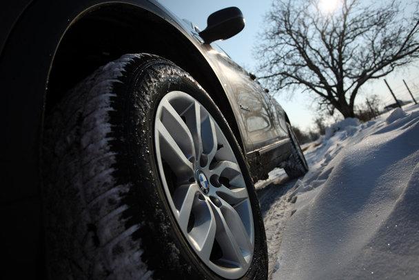 Cauciucuri de iarnă 2015. Cele mai bune mărci şi preţurile la care le poţi găsi în România