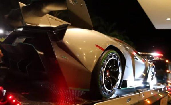 VIDEO. Un moment de care puţini au parte: livrarea unui Lamborghini