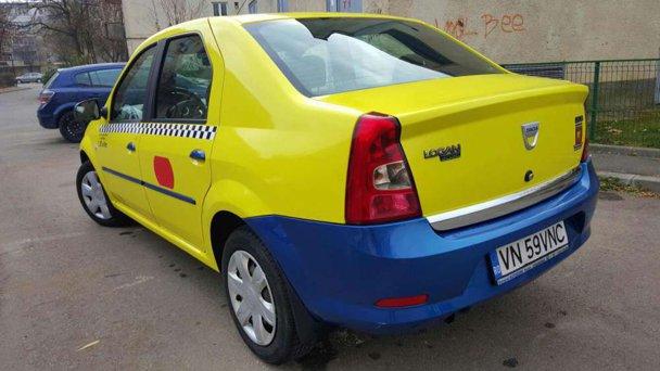 """FOTO. Cum încearcă un şofer să-şi vândă Loganul galben care """"nu a fost taxi"""""""