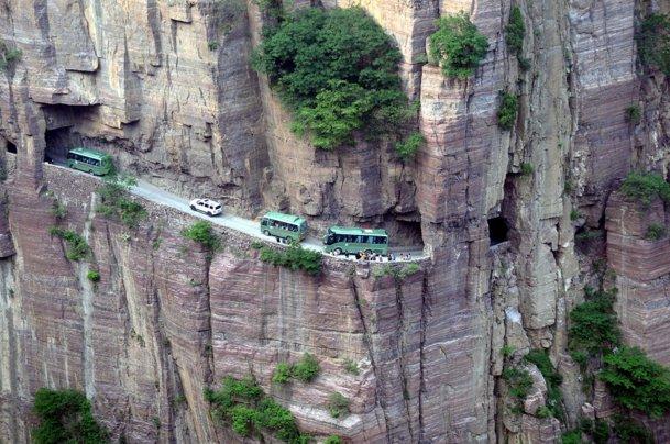 Top 15 cele mai periculoase şosele din lume. GALERIE FOTO