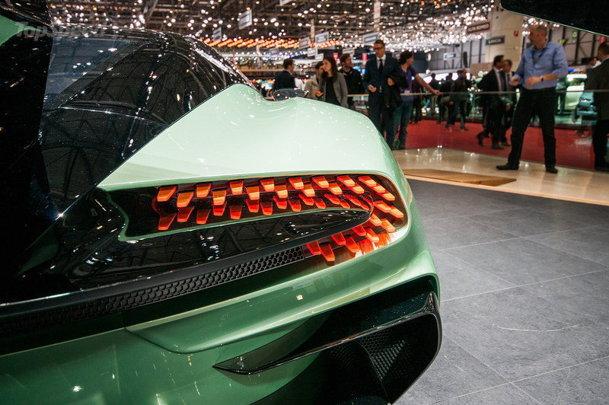 VIDEO-GALERIE FOTO. Aston Martin Vulcan, cel mai spectaculos supercar produs în Anglia