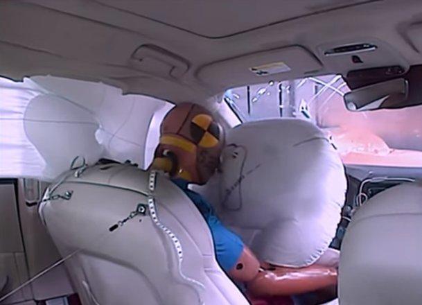 """VIDEO. Cele mai sigure maşini din 2015. Care este """"superman-ul"""" maşinilor"""