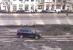 VIDEO. Imagini incredibile cu un şofer care conduce maşina prin albia Dâmboviţei