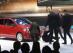"""Standul VW de la Geneva, sabotat de un protestatar. Vezi cu ce """"arme"""" a acţionat. GALERIE FOTO - VIDEO"""
