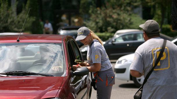 Nu găseşti loc de parcare? Doi români au dezvoltat o aplicaţie pentru asta