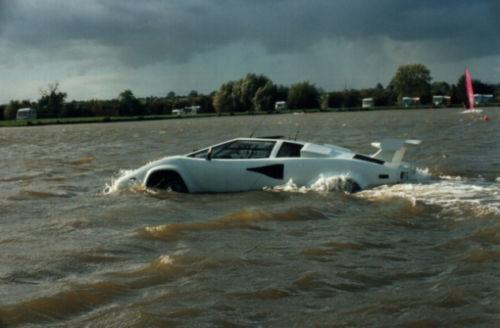 Aţi mai văzut un Lamborghini Countach care să meargă pe apă? - GALERIE FOTO