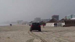 Ce amendă a primit şoferul care s-a plimbat cu maşina pe plaja din Mamaia. VIDEO