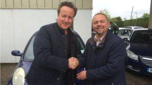 Premierul din Marea Britanie i-a cumpărat personal soţiei sale o maşină second-hand ieftină