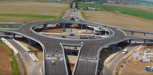 VIDEO. Primul giratoriu suspendat din România a fost deschis traficului