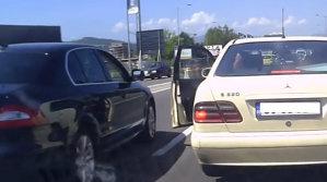 Gestul INCREDIBIL pe care l-a făcut un şofer când cineva a încercat să-i taie calea - VIDEO