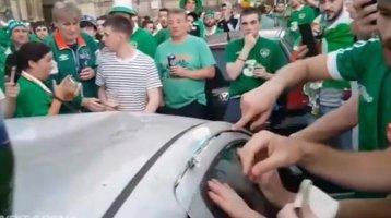 Cei mai tari suporteri din lume: repară o maşină vandalizată în timpul meciurilor | VIDEO