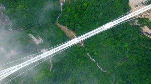 Cum demonstrează chinezii că un pod de sticlă este sigur | VIDEO