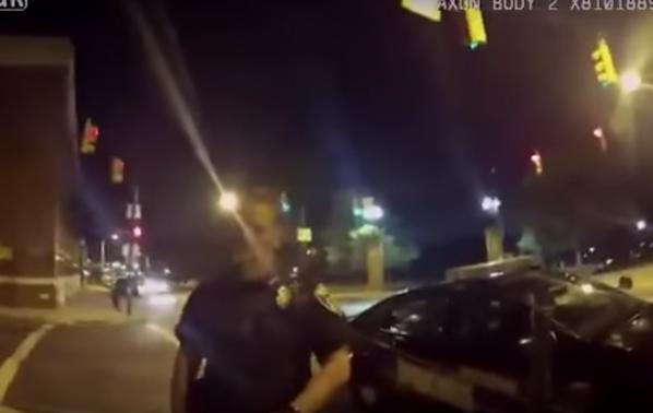 ProMotor News: Un şofer care juca Pokemon Go a spulberat o maşină de Poliţie - VIDEO