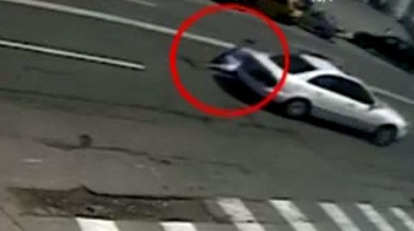 Poliţist târât zeci de metri de un şofer care nu a vrut să se legitimeze | VIDEO