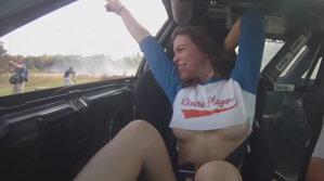 VIDEO S-a urcat pentru un drift şi i-a făcut pilotului SURPRIZA VIEŢII
