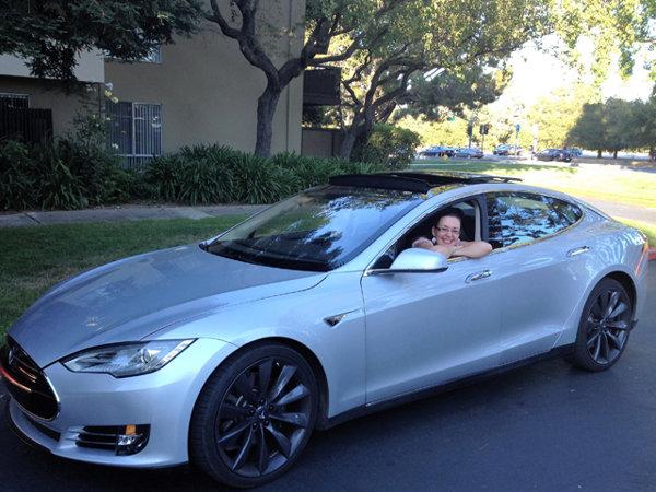 """INTERVIU EXCLUSIV ZF. Povestea incredibilă a româncei care a participat la visul Tesla. """"Am decis să emigrez în Canada în anul trei de facultate pentru că am vrut să revoluţionez industria auto şi în ţară nu aveam unde lucra"""""""