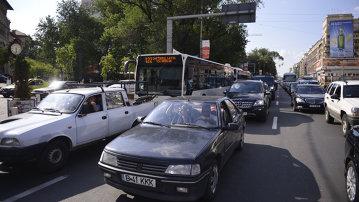 Avertismentul specialiştilor! Ce se întâmplă dacă petreci mult timp prins în trafic şi cum te poţi proteja