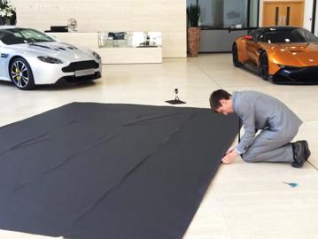 VIDEO Când nu ştii ce să faci cu manualele de instrucţiuni ale maşinii :)