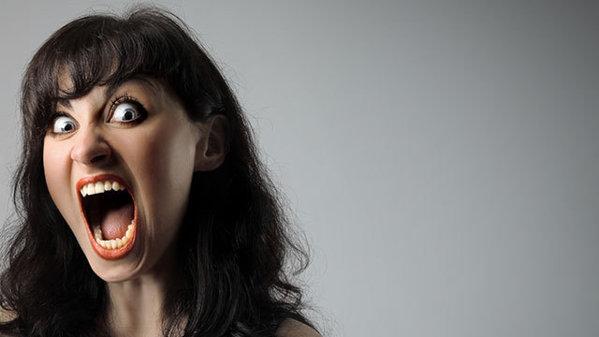 Motivul agresivităţii femeilor e un pic mai mult distractiv, însă destul de logic.