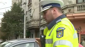 Prostia pe care o face o şoferiţă în mijlocul Bucureştiului [FOTO-VIDEO]