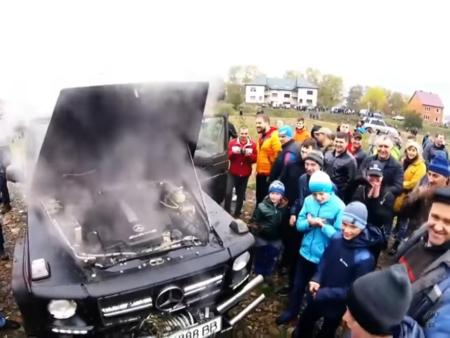 Maşina asta nici aruncată în aer şi din cer în acelaşi timp, nu are cum să cedeze [VIDEO]