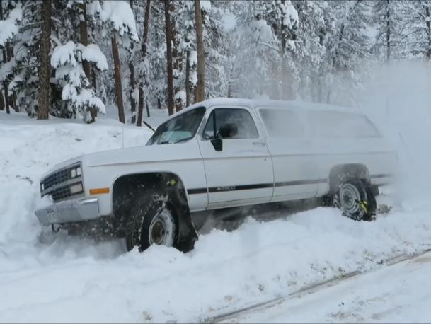 Ai pus-o pe roată în câteva secunde şi ieşi din zăpadă pe loc [VIDEO DEMONSTRATIV]