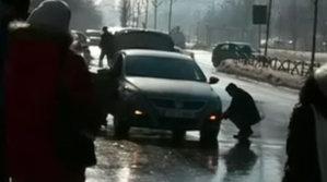 Cea mai prolifică groapă din Bucureşti. Câte pene de cauciuc produce în jumătate de oră [VIDEO]