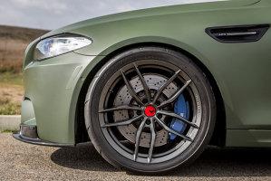 Acest BMW M5 arată de parcă ar fi gata de război [GALERIE FOTO]
