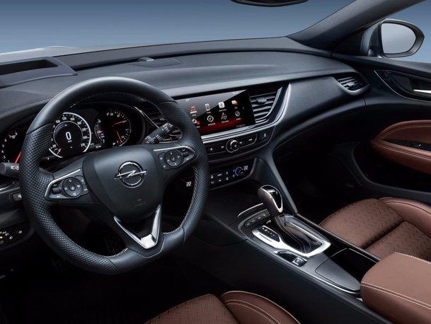 Faci discotecă în noul Opel [GALERIE FOTO]