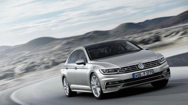 Volkswagen încetineşte producţia la Passat. Problema e la 20.000 de maşini