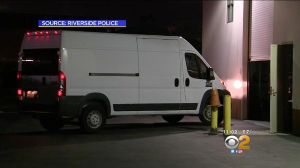 Un hoţ a returnat duba furată după ce a găsit în ea un cadavru [VIDEO]